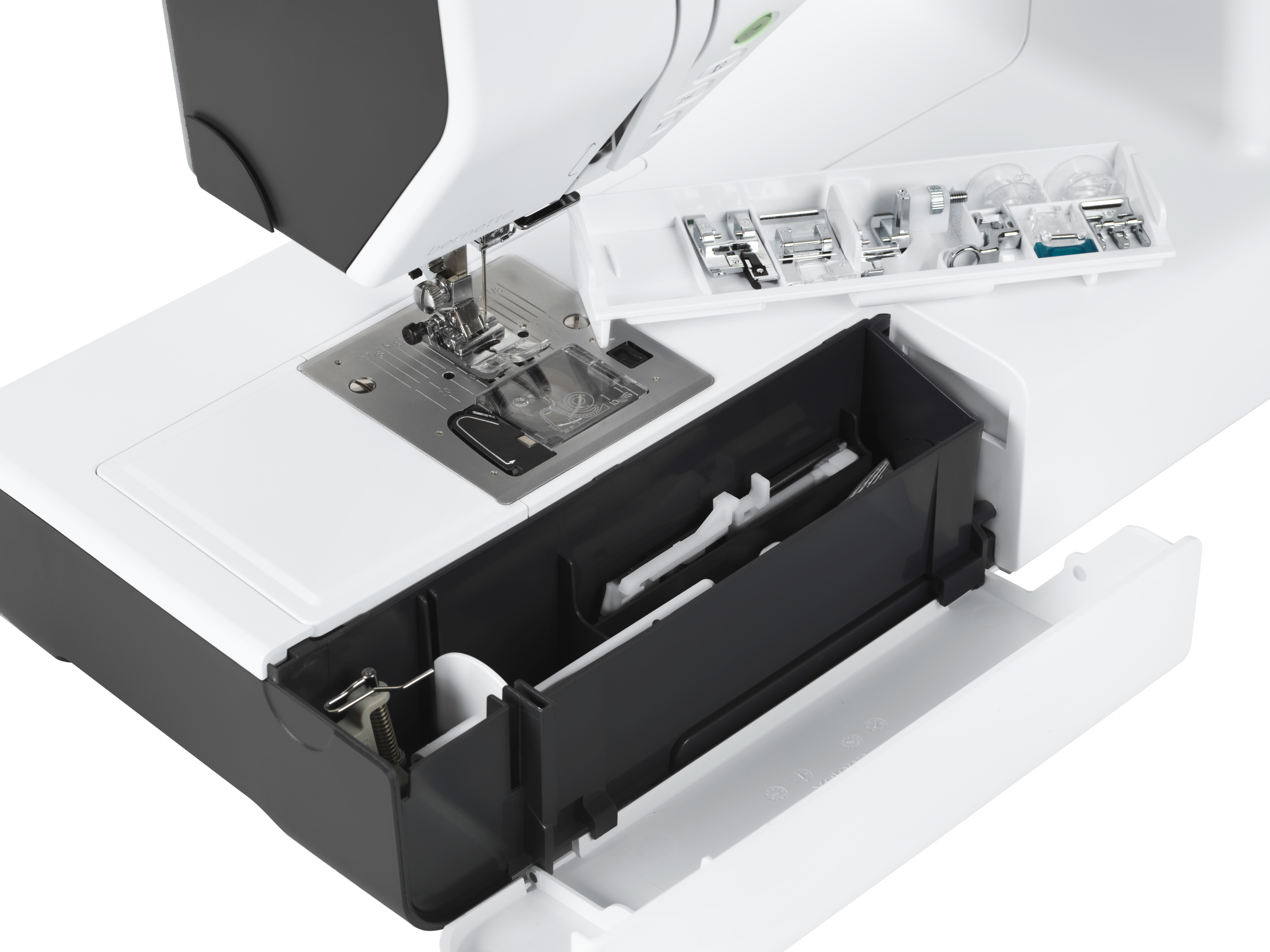 šicí a vyšívací stroj Bernette 79-5