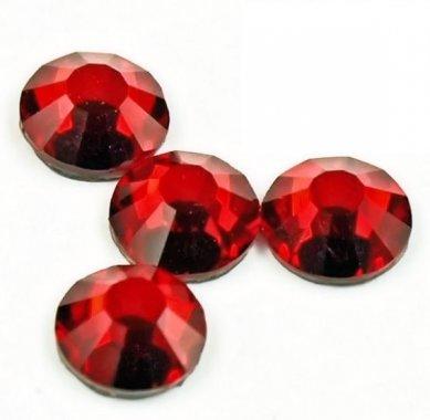 4mm nalepovací kameny broušené siam = tm.červený