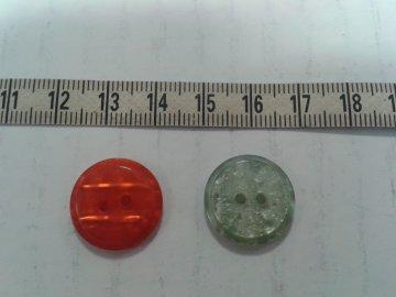 knoflík zelená perleť vel.28