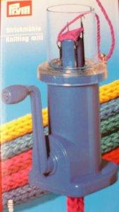 mlýnek na pletení šňůrek z vlny